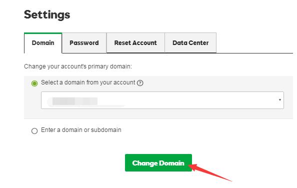 """更改主域名。如果你的域名是当前账户里有的,直接在下拉框里选择。如果在其他账户里,那么选择第二个单选框,填写你要添加的主域名,然后点击""""Change Domain""""即可。"""